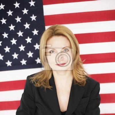 Frau vor US-Flagge