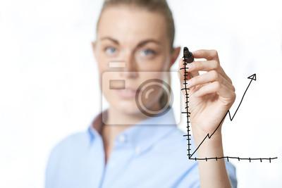 Frau zeichnen ein Diagramm auf einer virtuellen Schnittstelle