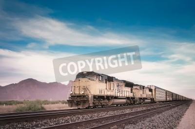 Bild Freight train running travelling Arizona desert