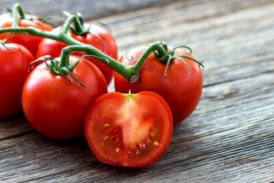 Bild Fresh tomatoes on wood background