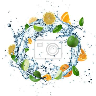 Bild Frische Früchte in Wasser Splash auf weißem Hintergrund