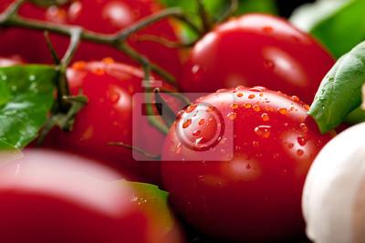 Bild Frische Tomaten mit Basilikum und Knoblauch