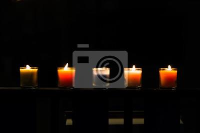 Fünf Kerzen im Glas, niedriger Schlüssel