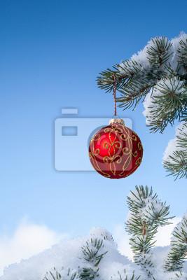 Funkelnde Weihnachts Roter Flitter auf Kiefer