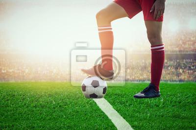 Fußballfußball tritt im Stadion an