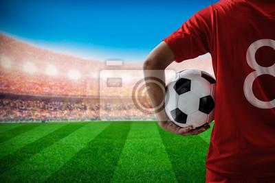 Fußballfußballspieler Nr.8 im roten Mannschaftskonzept, das Fußball b hält