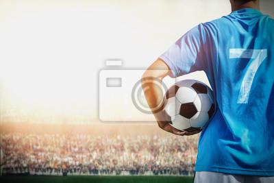 Fußballspieler Nr. 7 blaues Team im Stadion