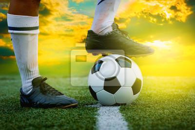 Füße Fußballspieler Lauffläche auf Fußball