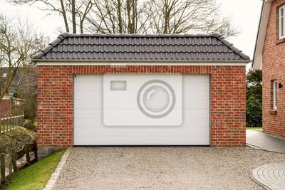 Garage Mit Einem Weissen Rolltor Leinwandbilder Bilder Einbaum