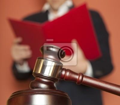 Gavel und Urteil