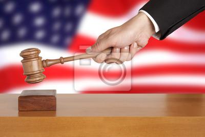 Gavel und USA-Flagge