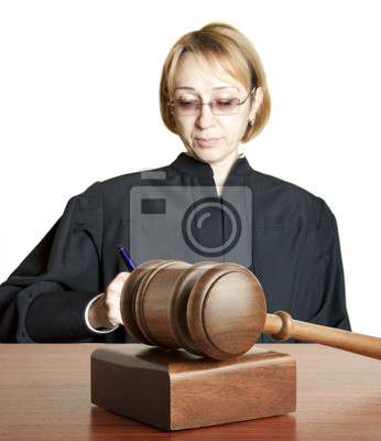 Gavel & weibliche Richterin