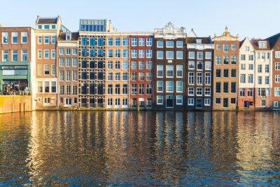Bild Gebäude am Damrak während des Tages in Amsterdam