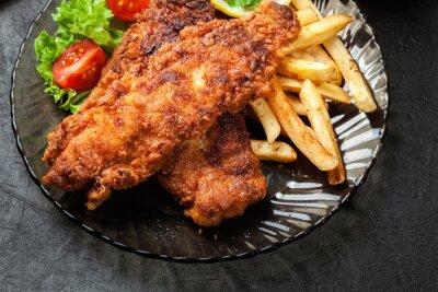 Bild Gebratener Fisch in knusprigem Teig mit Pommes frites