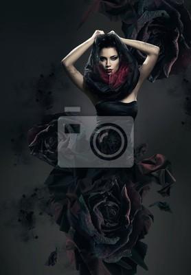 Bild geheimnisvolle Frau im dunklen Kapuze und rosa Kleid