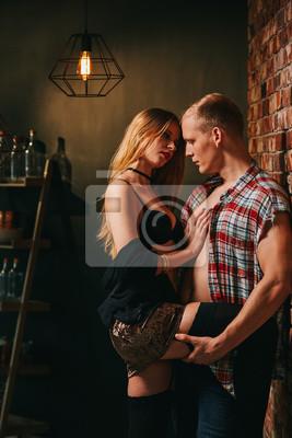 Geile Ehefrau verführt Ehemann