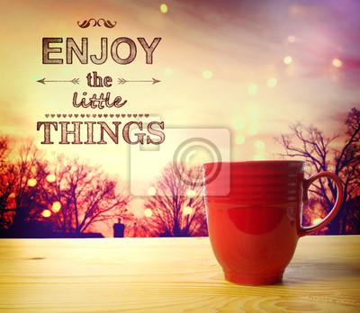 Genießen Sie die kleinen Dinge riechen Sie den Kaffee
