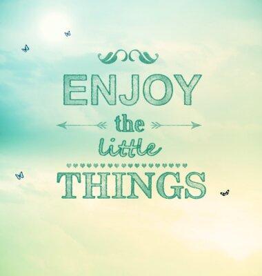 Genießen Sie die kleinen Dinge, Text mit kleinen Schmetterlingen
