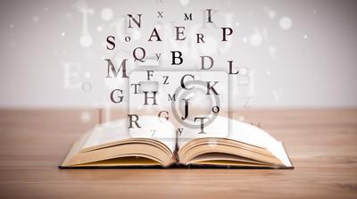 Bild Geöffnetes Buch mit fliegenden Buchstaben