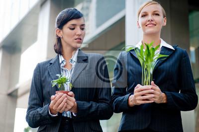 Bild Geschäftsfrauen mit Pflanzen
