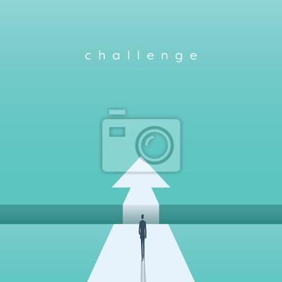 Bild Geschäftsherausforderungskonzept mit dem Geschäftsmann, der in Richtung des Abstandes geht. Symbol für Erfolg, Chance, Überwindung, Ehrgeiz und Mut.