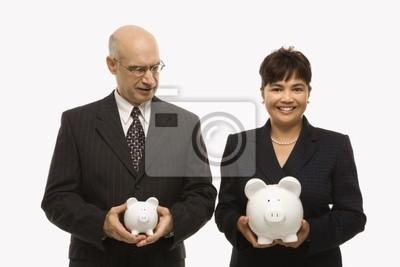 Bild Geschäftsleute halten piggybanks.