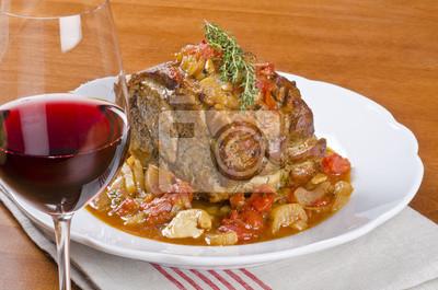 Bild Geschmortes Schweinefleisch sollte und Glas Rotwein