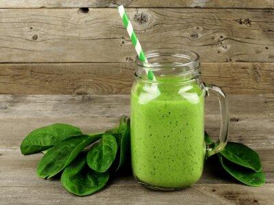 Bild Gesunde grünen Smoothie mit Spinat in einem Glas Tasse auf Holz