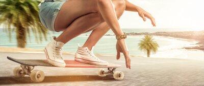 Bild Girl cruising with her longboard
