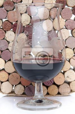 Bild Glas Wein auf dem Hintergrund der Korken