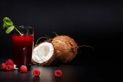 Bild Gläser mit frischem Bio-Gemüse und Fruchtsäften isoliert