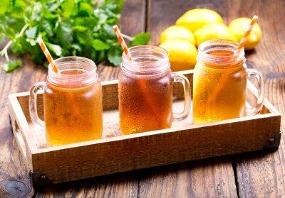 Bild Gläser Zitroneneis-Tee
