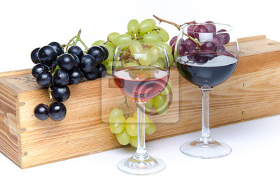 Bild Glasses of wine in front of a wooden box with grapes