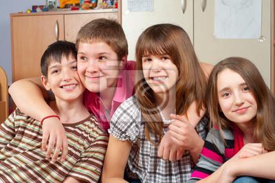 Glücklich Teenager-Freunde Zeit miteinander zu verbringen und Spaß