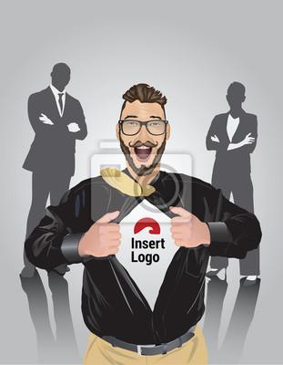Glückliche bärtige Geschäftsmann zieht offenem Hemd, um Ihr Logo zeigen