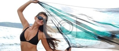 Glückliches Mädchen auf dem Strand