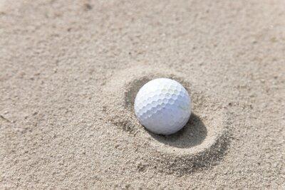 Bild Golfball in der Sandfalle