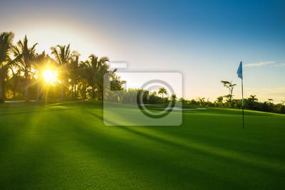 Golfplatz in der Landschaft