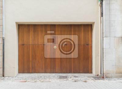 Bild: Großes garagentor aus holz
