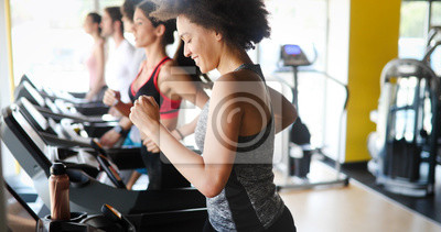 Bild Group of people exercising in a gym cardio training and running