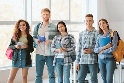 Bild Group of students in university
