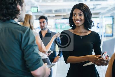 Bild Gruppe von Menschen mit einem Business-Meeting in modernen Büroflächen
