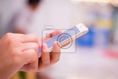 Hand halten und Touch auf Smartphone