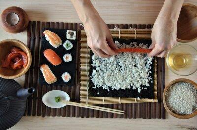 Bild Hände kochen sushi