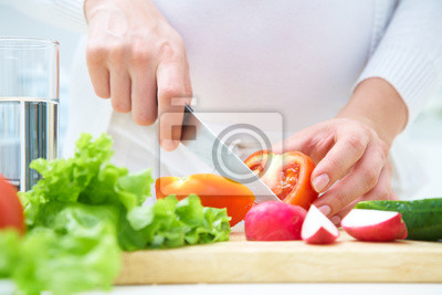 Hände Kochen von Gemüse-Salat