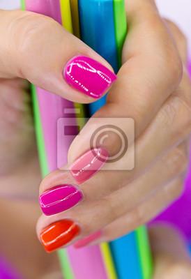 Hände mit Süßigkeiten