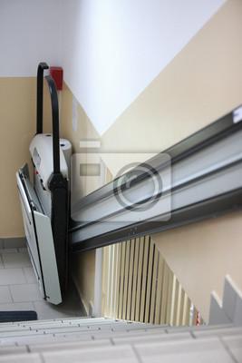 Handicap Aufzug Treppe in Gebäude