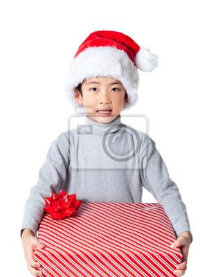 Happy Junge mit Weihnachtsgeschenk