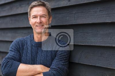 Bild Happy Middle Aged Man Arms gefaltet