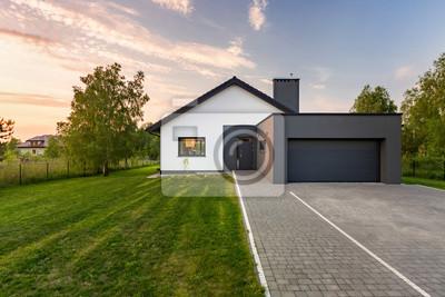 Haus Mit Hinterhof Und Garage Leinwandbilder Bilder Die